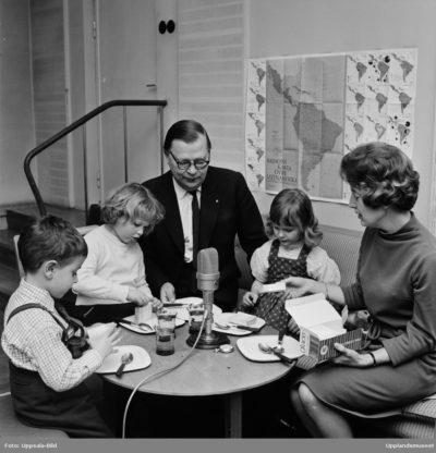 Gösta Knutsson med några barn, Uppsala 1962. (dekorativ bild)
